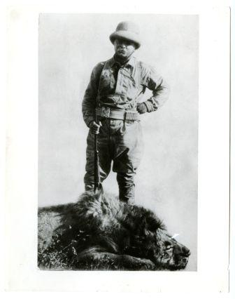 Theodore Roosevelt posing with a lion